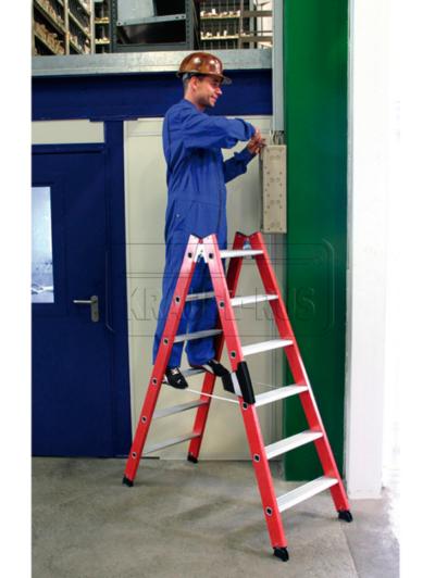 Диэлектрическая стремянка со ступенями Krause представляет собой стремянку, состоящую из двух секций. Такая стремянка имеет алюминиевые ступени. При этом ее боковины сделаны из пластика, который армирован стекловолокном. Для удобного и безопасного подъема/спуска лестница оборудована рифлеными ступенями, ширина которых составляет 80 мм. Такая поверхность у ступеней позволит защитить пользователя от скольжения. Надежность и долговечность конструкции обеспечат прочные соединения между ступенями и боковинами. Устойчивость лестницы обеспечивает конический тип ее конструкции. Для того, чтобы предотвратить произвольное складывание секций во время работы, стремянка оборудована высокопрочными ремнями. Простоту и комфорт сложения/раздвижения секций стремянки обеспечивают шарнирно-резьбовые соединения - долговечные и мощные. Диэлектрическая стремянка со ступенями Krause предлагается в четырех размерах: - вариант 2х4 – арт. 815408 (две секции по четыре перекладины): максимальное значение рабочей высоты стремянки 2,40 метра, при этом длина секции составляет 1 метр; - вариант 2х6 – арт. 815422: максимальное значение рабочей высоты стремянки 2,85 метра, при этом длина секции составляет 1,50 метра; - вариант 2х8 – арт. 815446: максимальное значение рабочей высоты стремянки 3,30 метра, при этом длина секции составляет 1,95 метра; - вариант 2х10 – арт. 815460: максимальное значение рабочей высоты стремянки 3,75 метра, при этом длина секции составляет 2,45 метра.